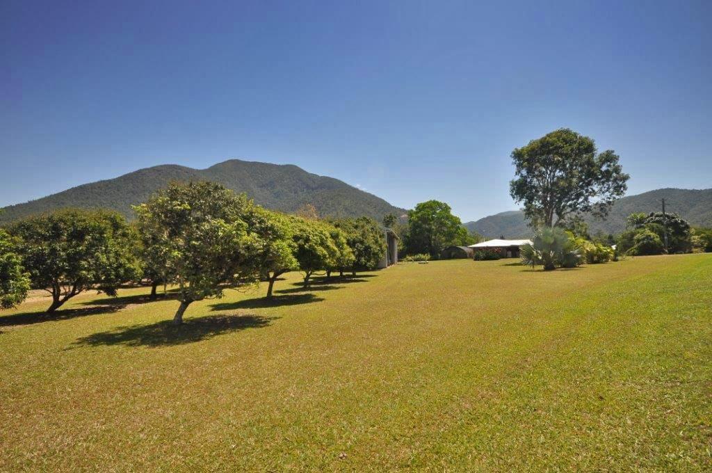 178-QIN2723-Far-North-Queensland-Tablelands-edit